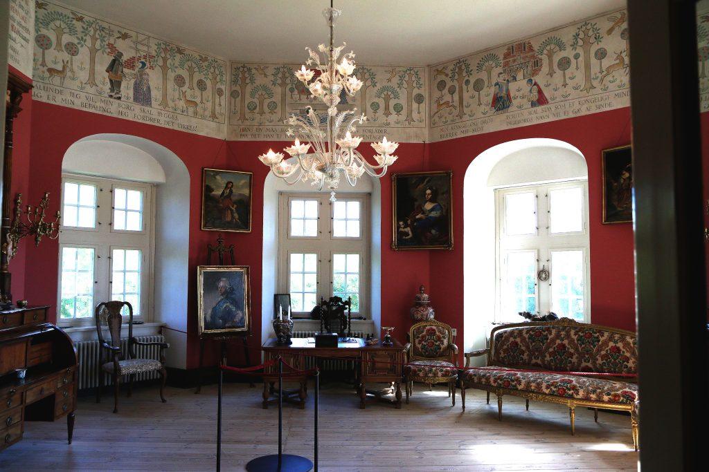 Slotsfruens gemakker: Her hadde Ingeborg Skeels sitt arbeidsværelse. Og det er i dette rommet du finner blodflekken som ikke vil la seg fjerne... Foto: Flemming H. Tveitan/Fjord Line