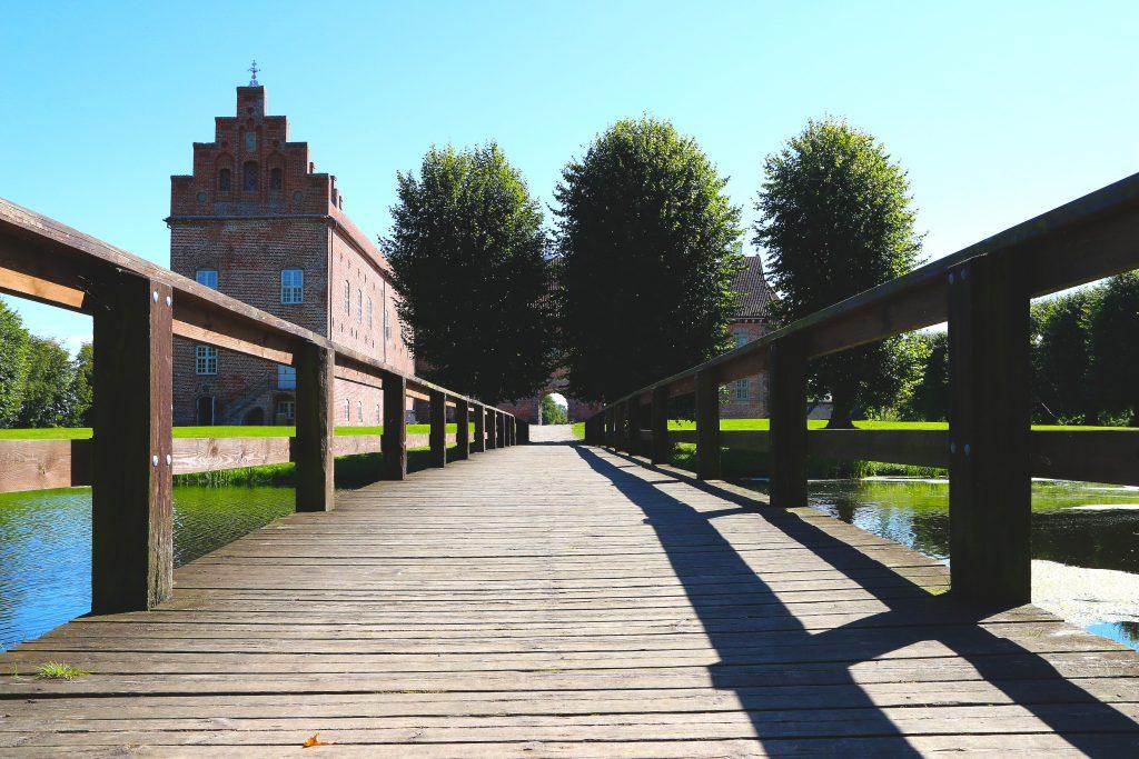 Naturskjønne omgivelser: Slottet rommer de utroligste gjenstander fra europeisk kunsthistorie, men parkanlegget på utsiden er en opplevelse i seg selv. Foto: Flemming Hofmann Tveitan/Fjord Line