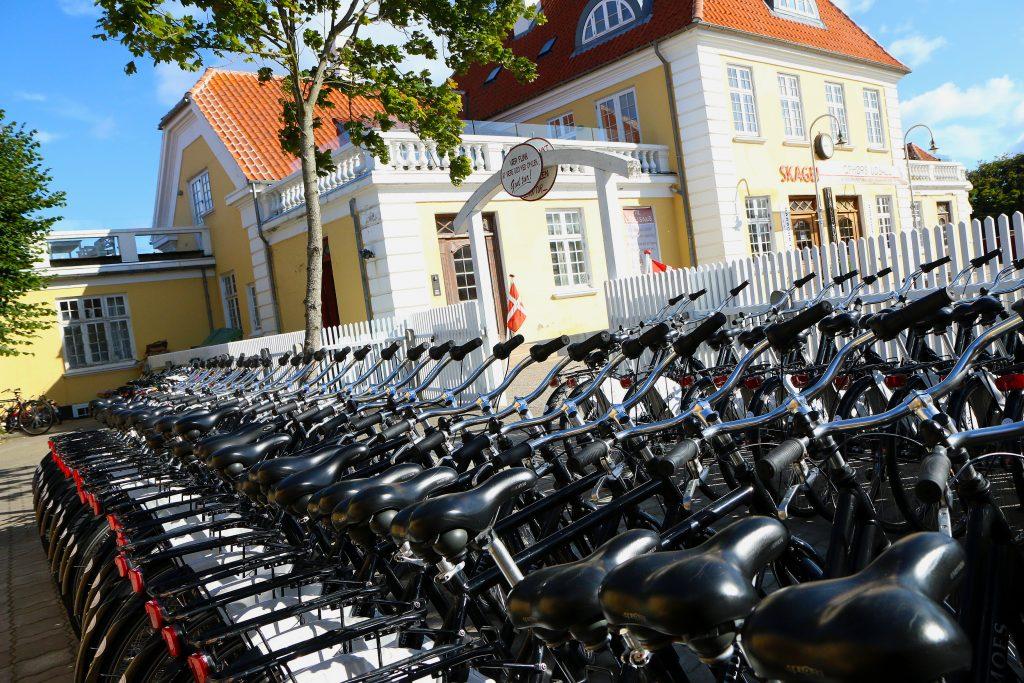 Hele 900 sykler har Skagen Cyceludleje til utlån. Hele 30 prosent av deres kunder kommer fra Norge.