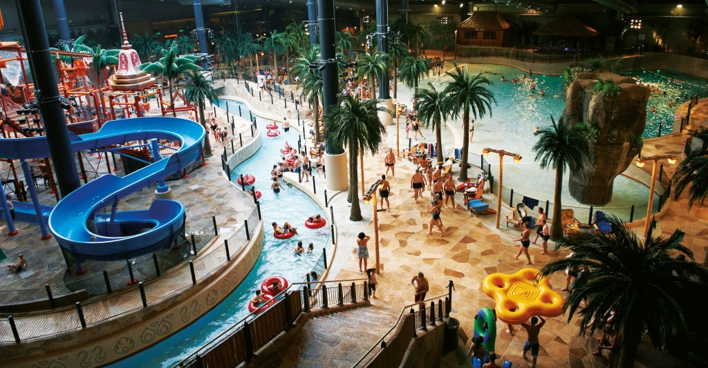 Lalandia i Billund ligger like ved LEGOLAND®. Her kan barna kose seg i et stort badeland.
