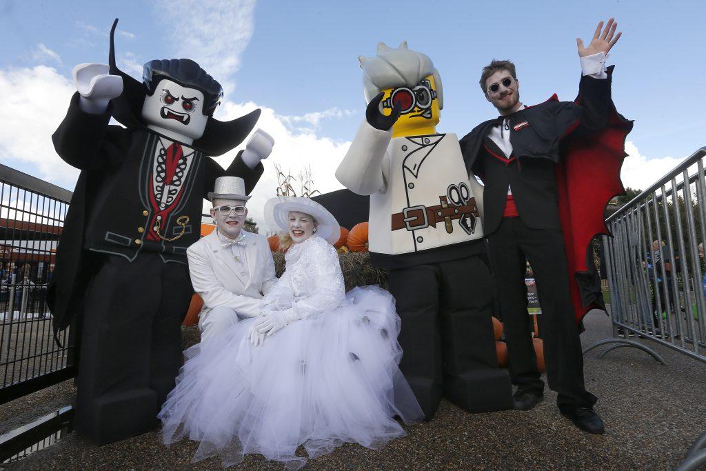 LEGOLAND® er pyntet til Halloween og klare for å gi deg en flott høstferie. Høstferie i LEGOLAND® kan bli en morsom og litt skummel affære.