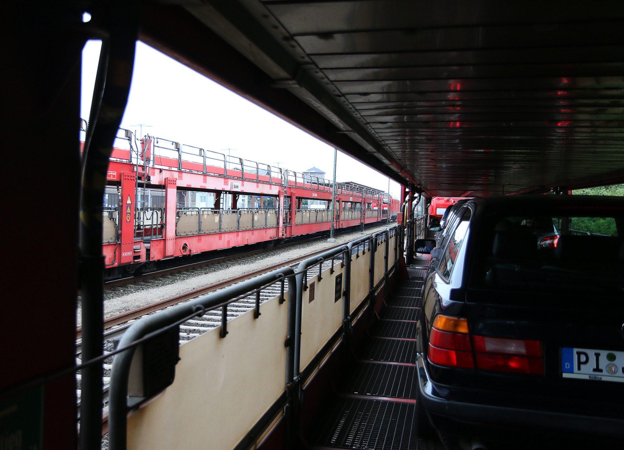 Bilen på toget: Fra Niebüll i Tyskland kjører du bilen på toget som tar deg over til Westerland på Sylt og Rømø. Foto: Flemming Hofmann Tveitan/Fjord Line