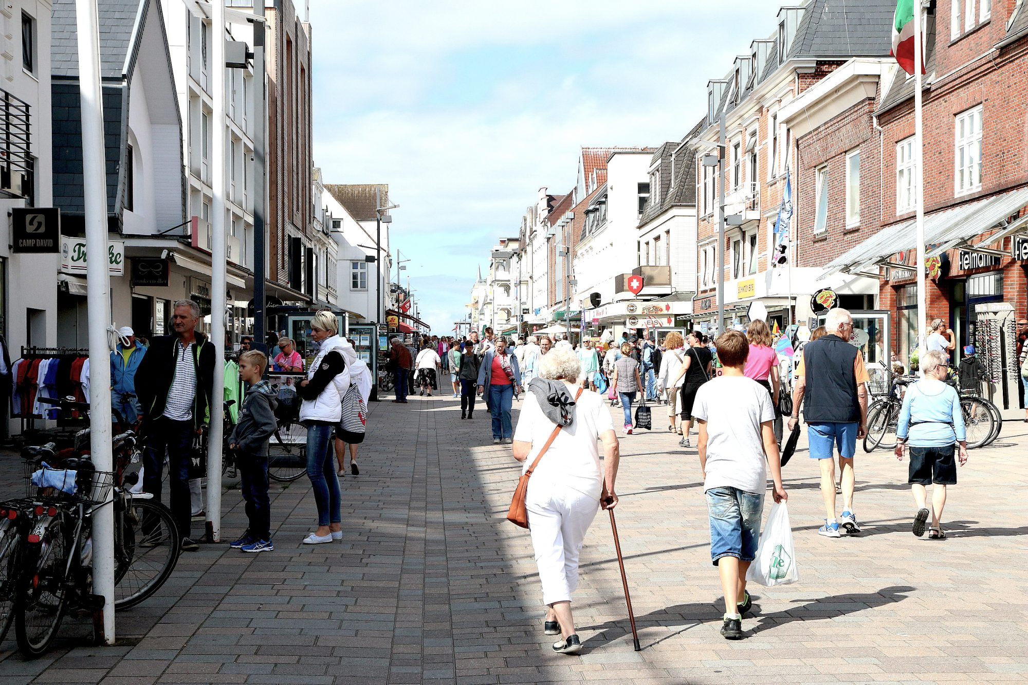 Livlig: I Westerland finner du det meste du forventer av en større by: restauranter i alle varianter, butikker, puber og kafeer. Foto: Flemming Hofmann Tveitan/Fjord Line