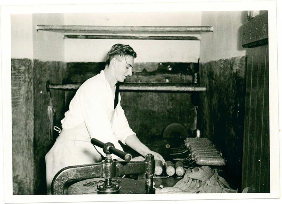 Historien om Højer Pølser strekker seg over 100 år tilbake i tid. Fire generasjoner har hatt ansvaret for å videreformidle og utvikle det som trolig er Danmarks beste pølser og spekemat.