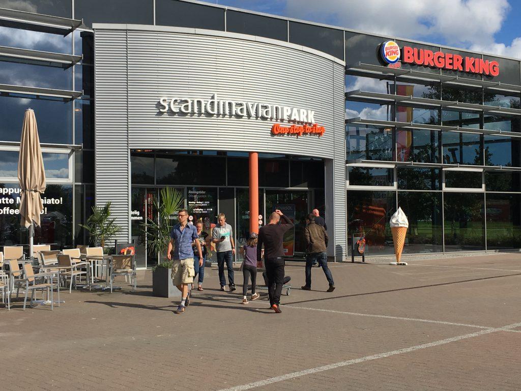 """""""Scandinavian Park - One stop to shop"""" er ganske betegnende for stedet. Her får du det meste som du liker å putte inn i munnen, samt mye annet nyttig."""