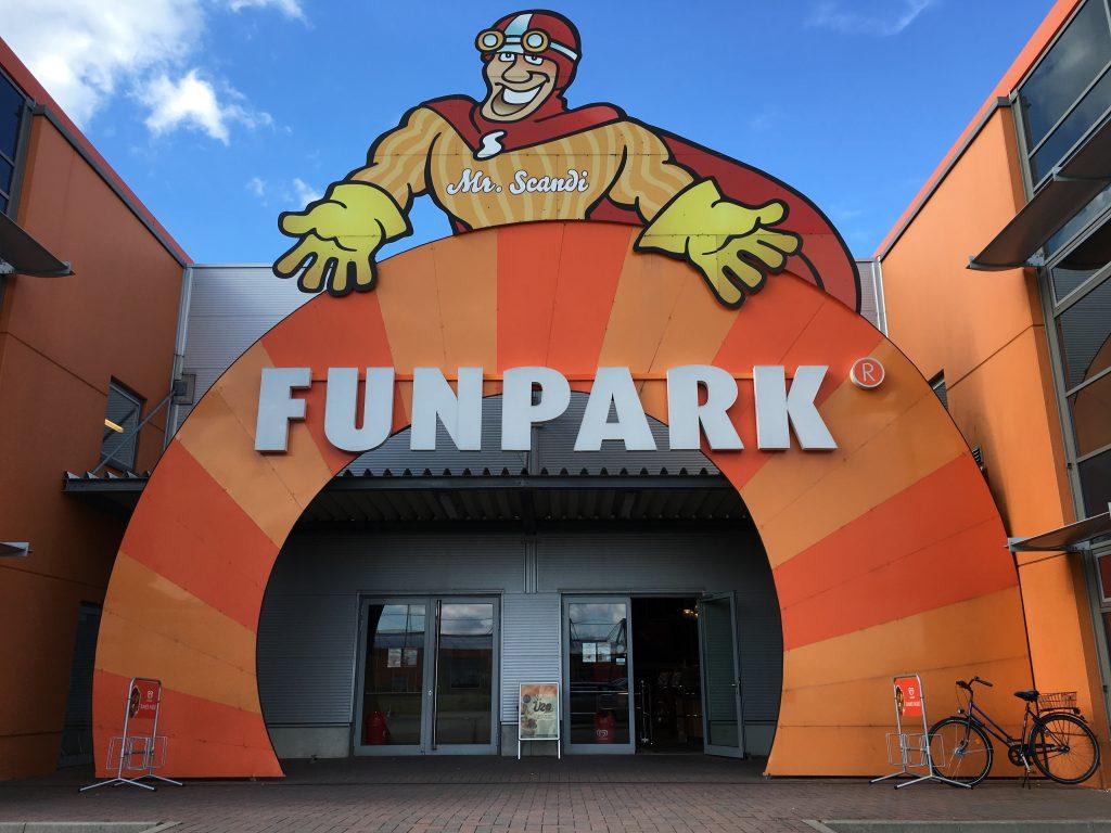 """""""Mr. Scandis Funpark"""" er stedet der barna kan glemme shopping og boltre seg på 5.000 kvadratmeter med leker."""