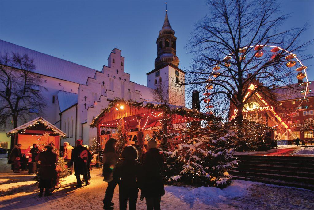 20121205, Aalborg, Danmark: JULEMARKED - Aalborg Cityforening arrangerer julemarked på Budolfi Plads i december måned. FOTO: Mick Anderson.