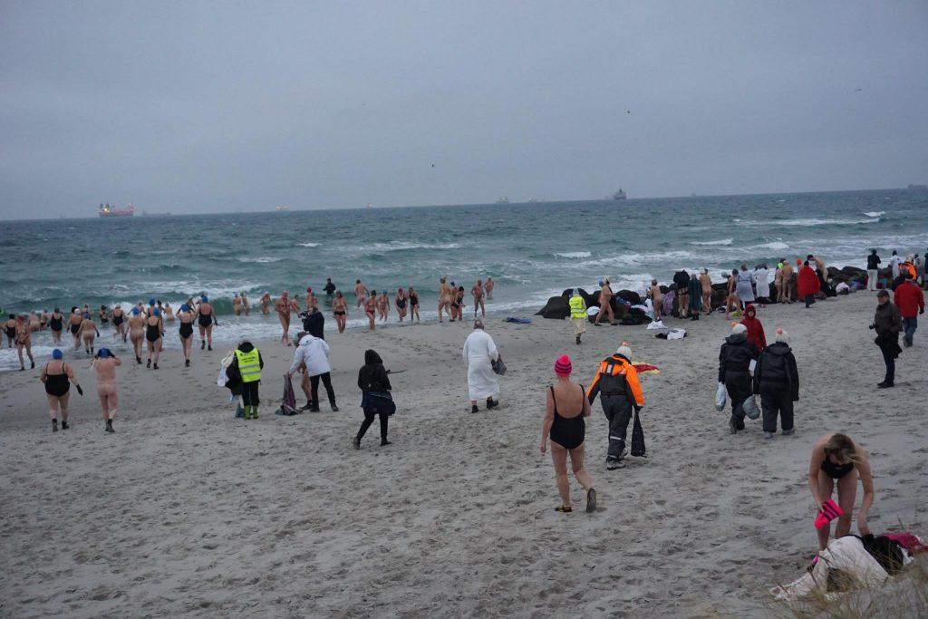 Det ser kanskje ikke så fristende ut, men for de 270 deltakerne i Skagen Vinterbader Festival, er et iskaldt bad i sjøen den perfekte starten på dagen.