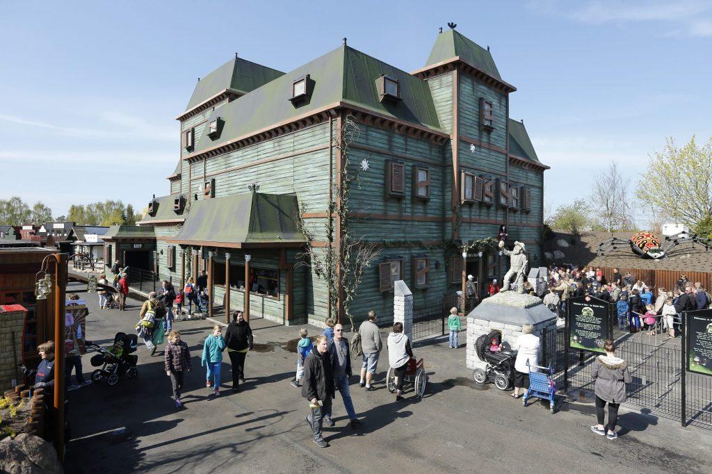 Spøkelseshuset i LEGOREDO® Town et ett én av mange populære attraksjoner. Foto: LEGOLAND®