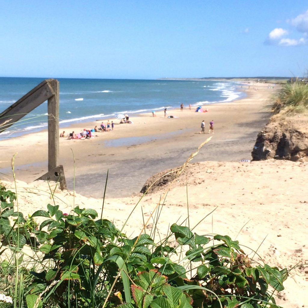 Milelange strender kloss inntil feriehusene. Foto: Skallerup Seaside Resort
