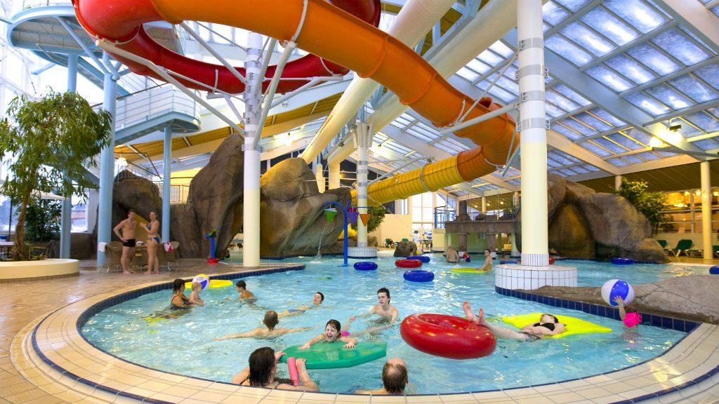 Vannland: Skallerup Seaside Resort har svært mye å by på, blant annet et stort vannland der det er sommer hele året. Foto: Visit Denmark