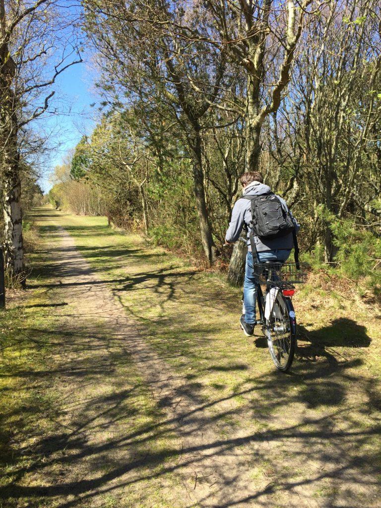 Når naturen eksploderer i vårlig fryd, er de mange sykkelstiene i området rundt Skagen helt fantastiske å begi seg ut på. Foto: Fjord Line